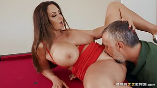 Top milf gets the brush pussy fucked right by a hot stud