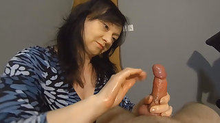 Maya in Surprise Cumshot - MayasHandjobsVR