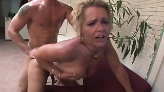 Risible Lovemaking With Steamy Mommy - Kelly Leigh